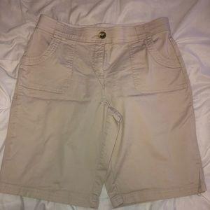 Cute kaki Bermuda shorts